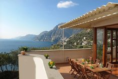 In the Laurito district of Positano, close to San Pietro Beach, Villa Valeria has a terrace, free WiFi and a washing machine. This villa is Sweet Cocktails, Deck Chairs, Pretty Wallpapers, Easy Food To Make, Smoking Room, Positano, Amalfi Coast, Terrazzo, Public Transport