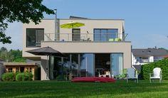 """Das """"Haus am Havelbogen"""" liegt am Havelufer mit Blick auf das Wasser und die…"""
