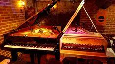 Au Sunside, piano et clavecin sont installés pour le récital de Violaine Cochard et Édouard Ferlet à l'occasion du lancement de leur album <i>Bach Plucked/Unplucked</i>.  D.R.