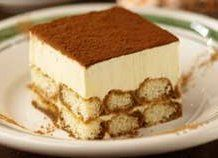 Olive Garden Tiramisu Desser- Very Delicious What we think about Tiramisu? Of Course it tastes is very delicious, aromatic coffee is so good, and etc. Ya, tiramisu is one of dessert lovely people. Just Desserts, Delicious Desserts, Dessert Recipes, Yummy Food, Italian Desserts, Yummy Yummy, Dessert Mousse, Tiramisu Dessert, Food Cakes