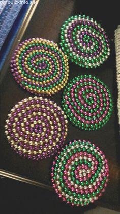 Mardi Gras Food, Mardi Gras Beads, Mardi Gras Party, Mardi Gras Centerpieces, Mardi Gras Decorations, Centrepieces, Bead Crafts, Diy And Crafts, Kids Crafts