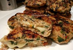Mozzarella, Salmon Burgers, Healthy Life, Ethnic Recipes, Food, Stuffed Burgers, Stuffed Chicken, Grated Cheese, Cooking Recipes