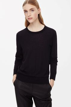 Round-neck wool jumper