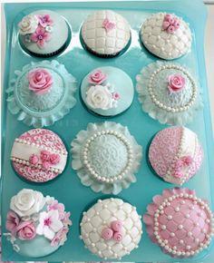 ejemplo de flores varias como aditivos a una tarta Communion Cakes, Sweets, Cookies, Desserts, Food, Pies, Flowers, Crack Crackers, Tailgate Desserts