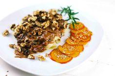 Portweinsauce mit Coppa und Pflaumen zu kombinieren ist eine gute Idee. Mit herbstlichem Touch vertreibt sie mit Pasta trübe Regentage.