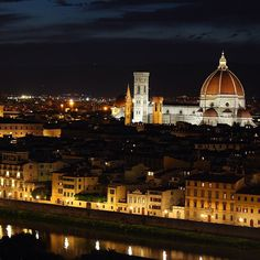 Florence at night. Photo courtesy of uhgovec on Instagram.
