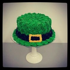 - St Paddy's Day Cake! St Paddy's Day Cake! St Paddy's Day Cake! Welcome to our website, We hop - St Patricks Day Cupcake, St Patricks Day Food, Holiday Cakes, Holiday Treats, Fancy Cakes, Cute Cakes, Fete Saint Patrick, St Patrick Day Treats, Cupcakes Decorados