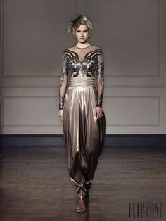 creat permanent fold to look the way the front bottom pant looks algerian dress traditional ♥badroune♥ Arab Fashion, Fashion Beauty, Couture Dresses, Women's Fashion Dresses, Designer Evening Dresses, Metallic Dress, Formal Gowns, Colorful Fashion, Traditional Dresses