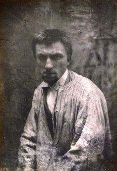 Auguste Rodin (Francês: 1840 — 1917) Apesar de ser geralmente considerado o progenitor da escultura moderna, ele não se rebelou contra o passado e teve o artesanato como abordagem ao seu trabalho / Rodin, 1862