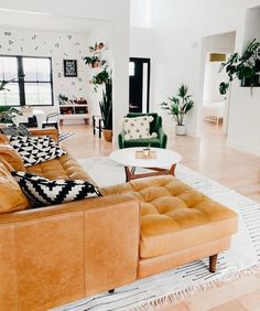 Casa da Anitta: see the singer's mansion in Barra da Tijuca - Home Fashion Trend Boho Living Room, Living Room Interior, Living Room Furniture, Living Room Decor, Rustic Furniture, Tan Sofa Living Room Ideas, Brown Leather Couch Living Room, Diy Furniture Couch, Modern Furniture