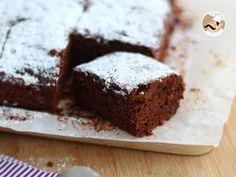Fudgy chestnut brownies a la Celia Köstliche Desserts, Homemade Desserts, Delicious Desserts, Dessert Recipes, Best Ever Brownies, Flourless Chocolate Torte, Chocolates, Torte Recipe, Zucchini Cake