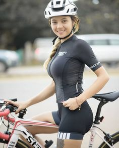 As a beginner mountain cyclist, it is quite natural for you to get a bit overloaded with all the mtb devices that you see in a bike shop or shop. There are numerous types of mountain bike accessori… Women's Cycling, Cycling Girls, Cycling Outfit, Cycle Chic, Bicycle Women, Bicycle Girl, Bike Style, Sporty Girls, Biker Girl