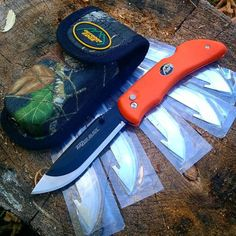 Replace your blade not your knife. #outdooredge  Photo: @bushcraftcanuck