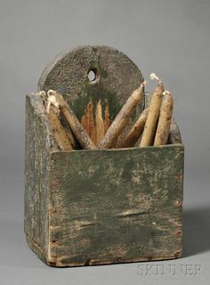 Green-painted Pine Candle Box, America, century, with pierced arched back and make-do wire repairs to cracks on . Primitive Lighting, Primitive Candles, Primitive Crafts, Wood Crafts, Rustic Wooden Box, Old Wooden Boxes, Antique Boxes, Candle Box, Candle Molds