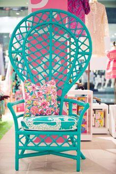 Great chair great pillow                                                                                                                                                                                 Mais