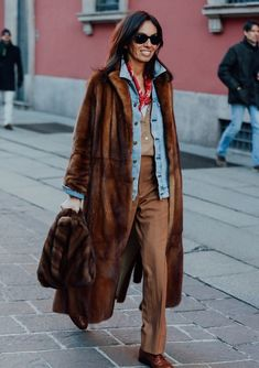 street style fur coat winter look winter outfits high style Best Street Style, Autumn Street Style, Cool Street Fashion, Street Chic, Street Styles, Style Work, Mode Style, Edgy Style, Manteau Vison