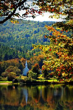 What a beautiful photo of New Hampshire in the autumn.