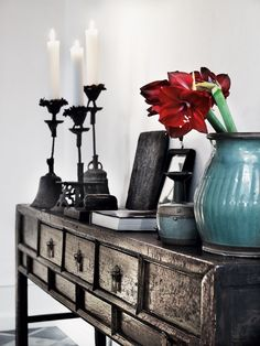 Nice colours, beautiful console table