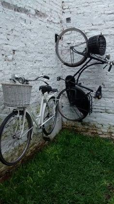 Colgar bicicletas en patio chico