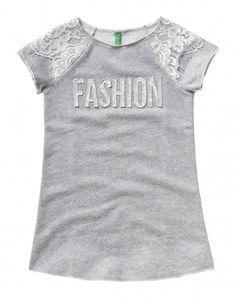 Kleid aus 100% Baumwolle mit Rundausschnitt und kurzen Raglan-Ärmeln. Die…
