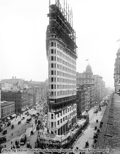 Building the Flatiron, 1902.