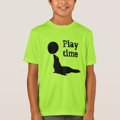 a green tshirt with a seal playing with a round ball and the text play time. Types Of T Shirts, Funny Tshirts, Fitness Models, Mens Fashion, Unisex, Casual, Sleeves, Mens Tops, Cotton