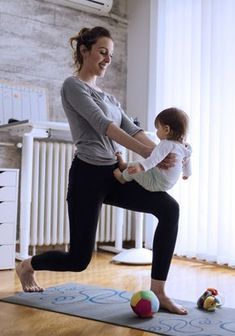 After-Baby-Body: Geniale Ideen für dein Workout mit Baby! Train together: With these workout ideas, your baby won't become an excuse! Baby Workout, Pregnancy Workout, Baby Gym, Fitness Workouts, Fitness Motivation, Fitness Goals, Body After Baby, Baby Body, Pregnant Mom