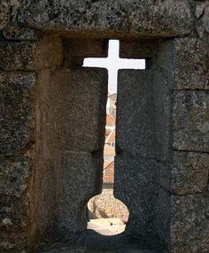 Keyhole in Belmont castle, Portugal. Yo quiero vemos a Portugal