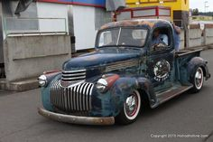 1946 Chevy Truck, Chevy Trucks Older, Old Pickup Trucks, Classic Chevy Trucks, Chevrolet Trucks, Gmc Trucks, Lowrider Art, Panel Truck, American Classic Cars