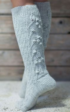 Viime maanantaina sain mukavaa sähköpostia. Arpaonni suosi ja voitin Novitan lankoja viidelläkympillä, kun osallistuin keskusteluun Owela si... Cable Knit Socks, Crochet Socks, Knitting Socks, Crochet Yarn, Hand Knitting, Knitted Hats, Cosy Socks, Bed Socks, Little Cotton Rabbits