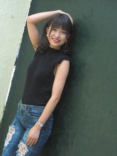 Beautiful Asian Women, Jeans Fit, Asian Woman, Cool Girl, Crop Tops, Womens Fashion, Image, Women's Fashion, Woman Fashion
