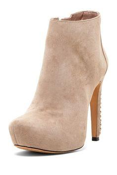 Love a nude shoe