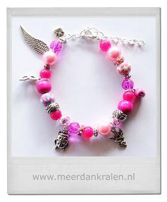 Roze kralen armband met lieve bedels.