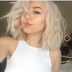 Image via We Heart It #beauty #blonde #clothes #eyebrows #food #girl #hair #love #makeup #shoes #short #style