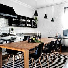 Uma verdadeira paixão por cozinhas P&B ✨❤ {via @casavoguebrasil} #decoraçãopravocê