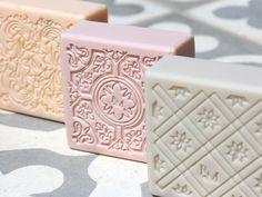Les Petits Pains de savon de Provence de Rose et Marius.