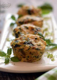 Muffiny drobiowe ze szpinakiem, suszonymi pomidorami i pestkami dyni – Smaki na talerzu