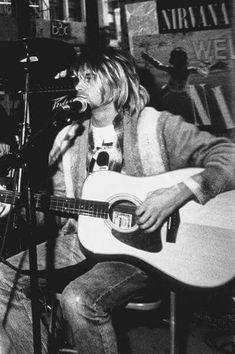 For everything Nirvana check out Iomoio Kurt Cobain Photos, Nirvana Kurt Cobain, Frances Bean Cobain, Kurt And Courtney, Find My Friends, Donald Cobain, Architecture Tattoo, Dave Grohl, Wedding Art