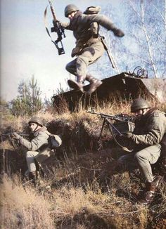 Polish paratrooper in an early stage of his training, Military Art, Military History, Military Surplus, Cthulhu, Warsaw Pact, Military Pictures, Iraq War, War Photography, Red Army