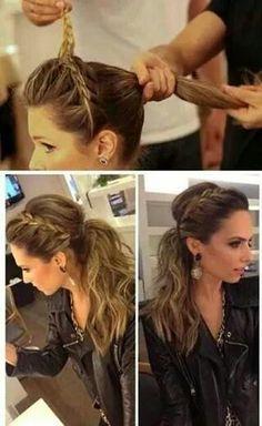 peinado sencillo con trenza y bucles en una cola