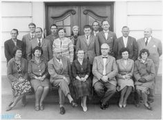 Lærerkollegiet Giersings Realskole Lærerkollegiet ved Giersings Real- skole. Forstander H. Gadegaard ses som nr. 3 fra venstre i forreste række. Stående længst til højre er det den mangeårige lærer Cai Aage Juel- Hansen.