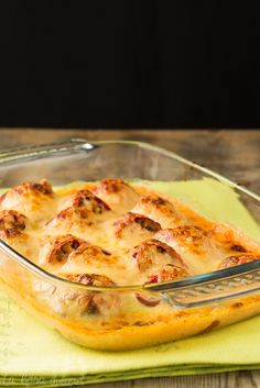 Pimientos rellenos de carne con bechamel de piquillos sin lactosa La Rosa Dulce Banana Colada, Bechamel, Sem Lactose, Spanish Food, Mexican Dishes, Sin Gluten, Tapas, Macaroni And Cheese, Food To Make