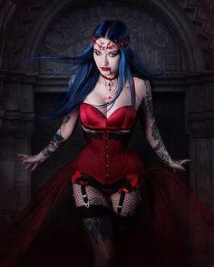 Do You like me as a vampire? Am I Ventrue or Maybe Toreador? 🦇 photo: 🖤 jewellery: ❤️ corset and garter belt: 🖤 model: 💙 Gothic Vampire, Vampire Girls, Hot Goth Girls, Gothic Girls, Goth Beauty, Dark Beauty, Burlesque Vintage, Chica Fantasy, Estilo Rock