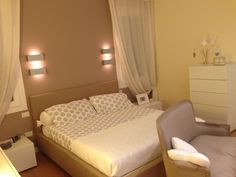 So sweet & so cosy bedroom- polka dot linen