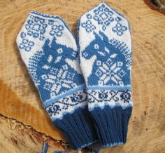Ravelry: Wild Blue Horses Mittens pattern by Cynthia Wasner Fingerless Mittens, Knit Mittens, Knitted Gloves, Knitting Socks, Hand Knitting, Knitting Paterns, Knitting Charts, Crochet Patterns, Blue Horse