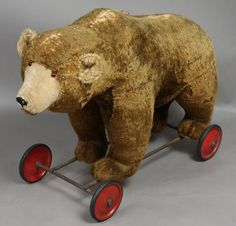 Large Antique Steiff Bear on Wheel, Sound Box : Lot 3020 Large Teddy Bear, Steiff Teddy Bear, Antique Teddy Bears, Fabric Animals, Pull Toy, Electronic Toys, Old Dolls, Antique Toys, Vintage Dolls