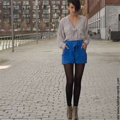 Do colorful shorts with a gray top and tights