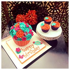 LPJCupcakes Creations - Giant Cupcake