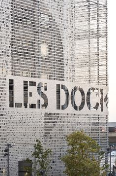 Reveal the beauty of a place so that it can be shared. The redevelopment of Marseille docks will re-establish bonds between the site and city, users and local inhabitants. The architecture is a carefully targeted response to a very specific setting: th...