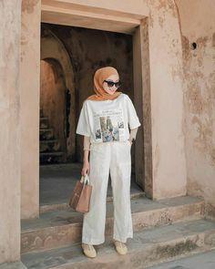 fashion i style, fashion coloring book adidas fashion hoodie, victoria's secret fashion show songs, raja and raven fashion photo ruview season fashion pulis liz uy pregnant pictures. Hijab Casual, Modest Fashion Hijab, Stylish Hijab, Modern Hijab Fashion, Street Hijab Fashion, Hijab Fashion Inspiration, Hijab Chic, Muslim Fashion, Korean Fashion